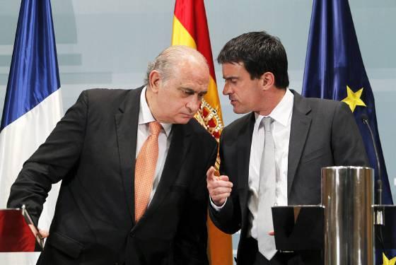 Francia no acercar presos de eta hasta que la banda se for Ministro del interior espanol