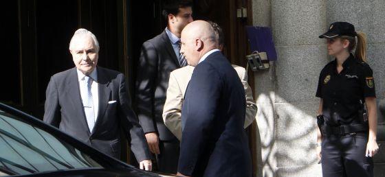 El presidente del Supremo, Carlos Dívar, la salida de este tribunal.