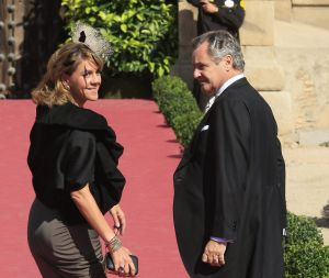 Dolores de Cospedal y su esposo, en una boda en Toledo en 2010.