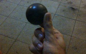 Una de las pelotas de goma lanzadas por la Guardia Civil.