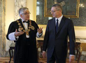 Alberto Ruiz Gallardón (derecha), conversa con el magistrado Gonzalo Moliner, que este lunes ha tomado posesión como presidente del Supremo y del Consejo General del Poder Judicial