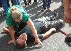 Dos funcionarios son atropellados en una protesta