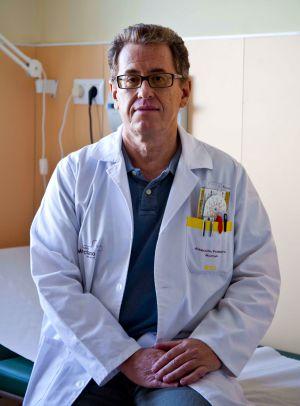 El médico Mario Soler, en su centro de salud en Murcia.