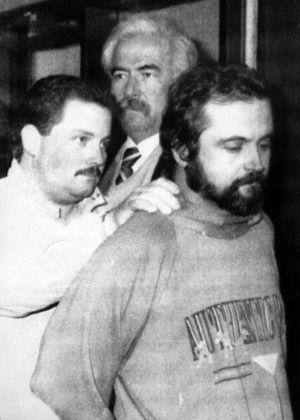 La policía uruguaya detiene a Mikel Ibañez Oteiza en 1992 en Montevideo.