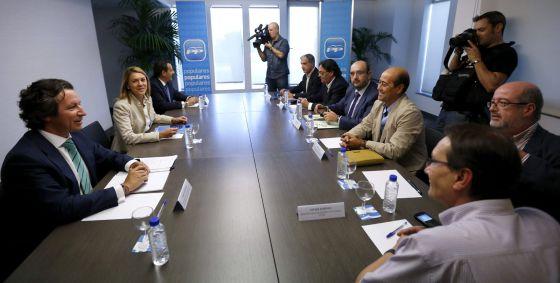 Reunión de los representantes sindicales de la función publica con Cospedal y Floriano en la sede del PP.