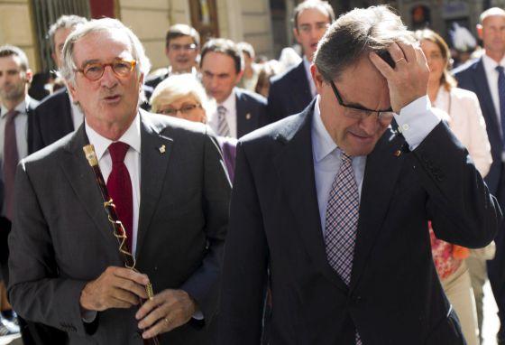 Artur Mas y el alcalde de Barcelona, Xavier Trias, a la salida de la misa oficiada hoy en la basílica con motivo de la Diada de la Mercè.