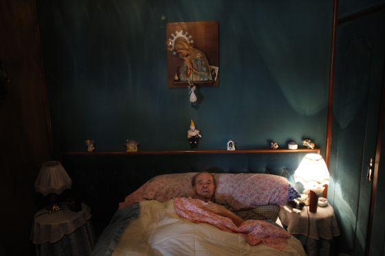 Vicente Torres (en la cama), enfermo de corazón