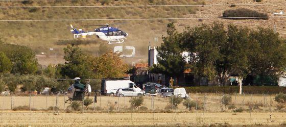 El helicóptero médico que trasladó a Alfaro de la parcela donde se quitó la vida.