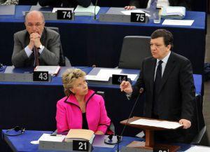 José Manuel Durão Barroso (derecha) con los comisarios Viviane Reding y Joaquín Almunia.