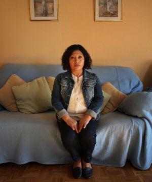 Olga Veloso, una de las afectadas por los desahucios, en su casa de Entrevías.