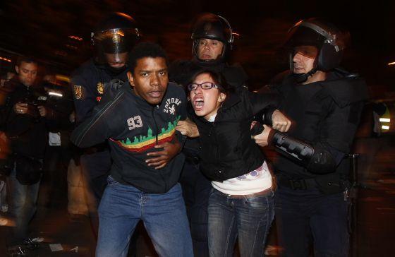 Dos detenidos en los enfrentamientas con la policía