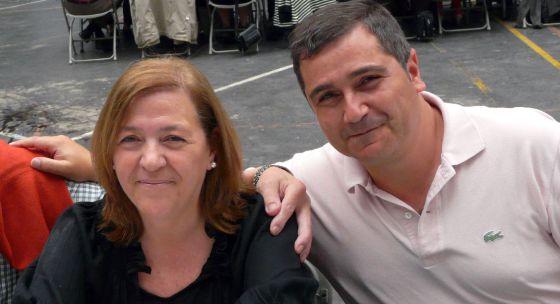 La fallecida Amaya Egaña y su marido, José Manuel Asensio, en Eibar el pasado mes de junio.