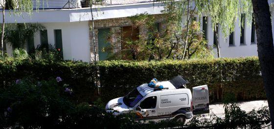 La policía registró el lunes el domicilio de Ángel de Cabo en la urbanización valenciana de El Bosque, donde requisó material que podría aclarar el 'caso Marsans'.