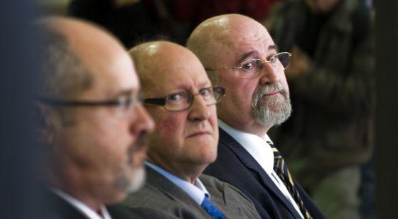 De derecha a izquierda, Ignasi Farreres, Josep Maria Servitje y Víctor Manuel Lorenzo Acuña en el juicio en la Audiencia de Barcelona por encargar informes plagiados.
