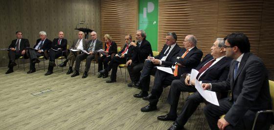 Los defensores del pueblo, reunidos este viernes en Oviedo.