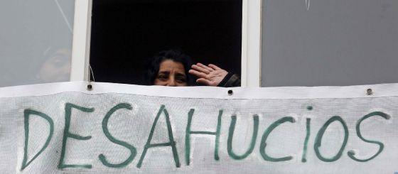 Juana Madrid López, residente en Madrid, consiguió ayer que la comisión judicial paralizase el desahucio que le amenazaba.