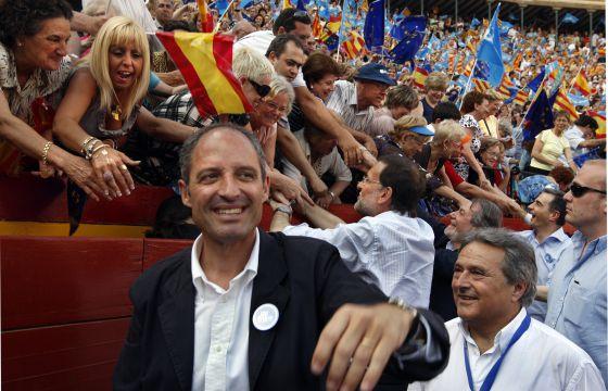 Camps y Rajoy en un mitin en Valencia en 2009.