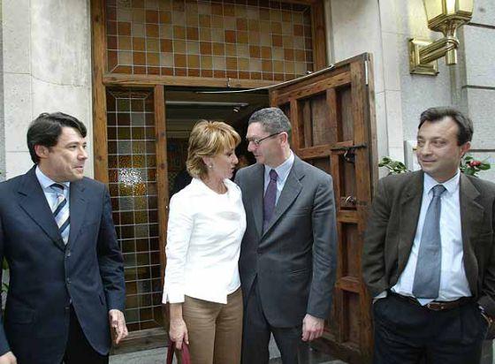 Ignacio González, Esperanza Aguirre, Alberto Ruiz-Gallardón y Manuel Cobo, en abril de 2004.