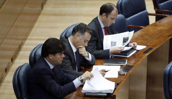 De derecha a izquierda, Benjamín Martín Vasco y Alberto López Viejo, acusados de blanqueo. En primer término, Alfonso Bosch, en 2009.