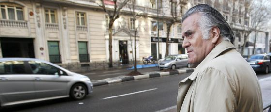 Barcenas, a la salida de su casa de Madrid.