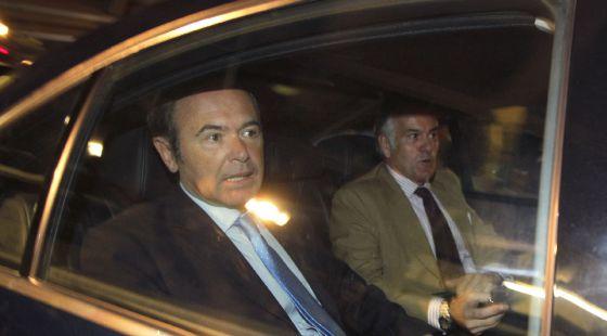 Pío García Escudero acompaña a Luis Bárcenas el día en el que el Supremo pidió el suplicatorio para investigar al tesorero del PP.