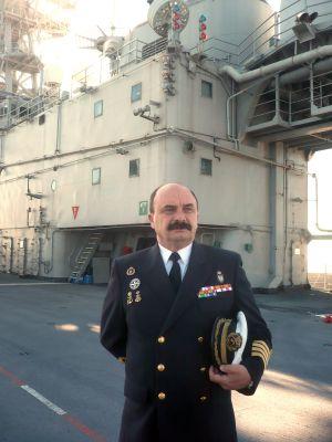 Alfredo Rodríguez, comandante del 'Príncipe de Asturias', en cubierta.