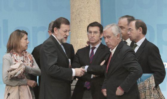 Cospedal, Rajoy, Núñez Feijóo, Javier Arenas, Pío García-Escudero y otros dirigentes en el comité ejecutivo nacional del PP en Santiago de Compostela, en octubre de 2011.