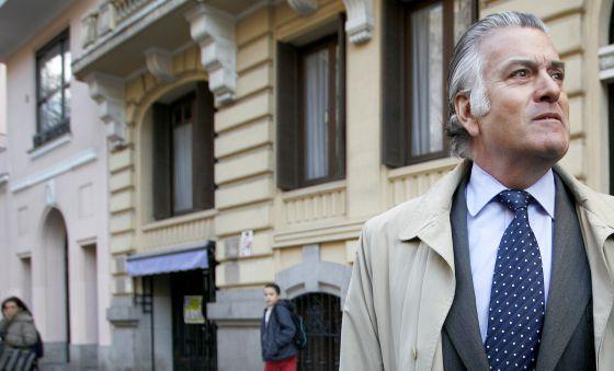 Luis Barcenas, a la salida de su casa de Madrid.