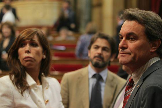 Sánchez-Camacho, Oriol Pujol y Artur Mas, en el Parlamento de Cataluña en 2011.