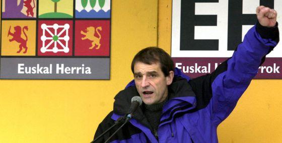 Josu Ternera, en un mitin de Euskal Herritarrok en Sodupe (Bizkaia) en 2001.