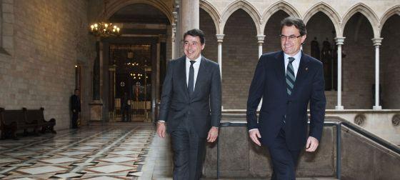 El presidente madrileño, Ignacio González, ayer con su homólogo catalán, Artur Mas.rn