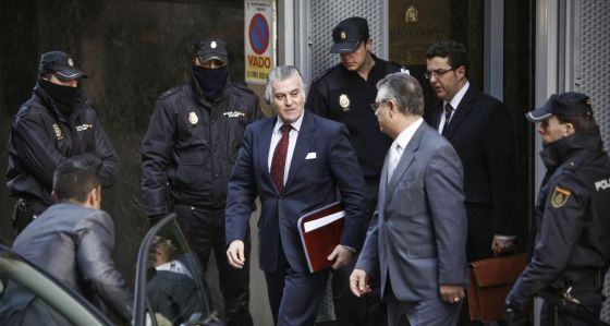 Bárcenas, a su salida de la Audiencia Nacional, donde declaró para aclarar la fortuna acumulada en bancos suizos.