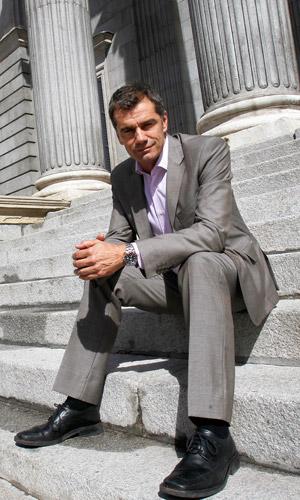 El diputado de UPyD, Toni Cantó, en las escalinatas del Congreso de los Diputados.