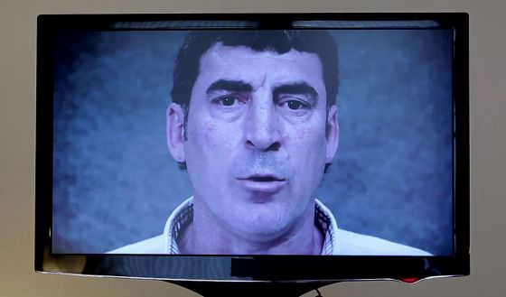 La PAH se dirige a Rajoy a través de una pantalla de plasma