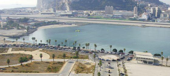 Colas de vehículos en Gibraltar esta mañana.