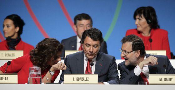Rajoy (derecha), González y Botella, durante la presentación de la candidatura.