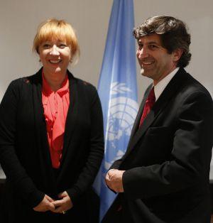 Los enviados a España del grupo contra la desaparición forzada de la ONU, Jasminka Dzumjur y Ariel Dulitzky, ayer en Madrid.