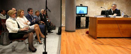Cospedal sigue la declaración de Luis Bárcenas, que declara por videconferencia desde la cárcel.