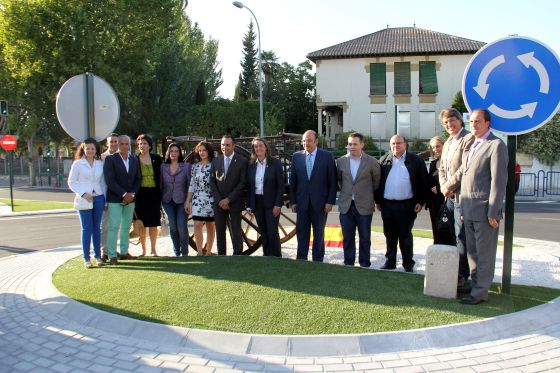 A total of 14 politicians turned up to the inauguration of this roundabout in Alhendín, Granada on October 17.