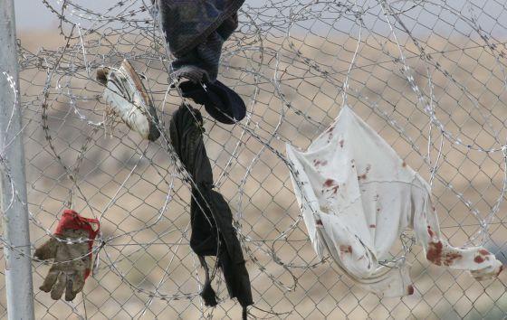 Resto de la vestimenta de inmigrantes que intentaron saltar la valla en noviembre de 2005.