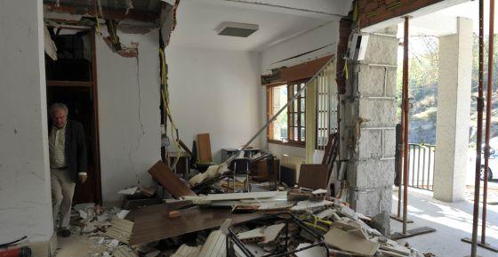 El edificio del Ayuntamiento de Beade tras la explosición atribuida a Resistencia Galega.