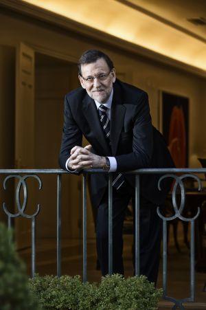 Mariano Rajoy en el balcón de su despacho en La Moncloa.