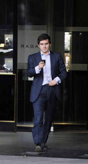 José María Aznar Botella sale de una conocida joyería de Madrid en 2011.