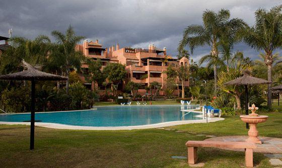 Urbanización Alhambra Golf fase III, en Marbella, donde González es propietario de un ático de lujo.
