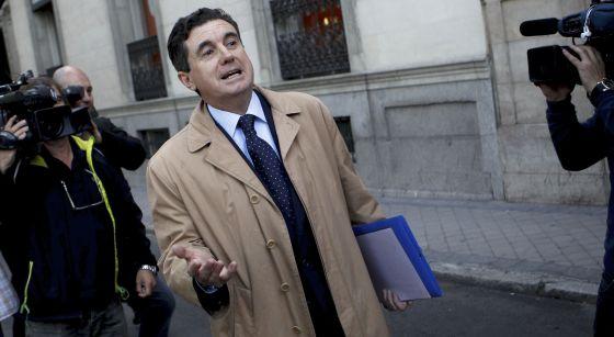Jaume Matas sale de la Audiencia Nacional en mayo de 2013.