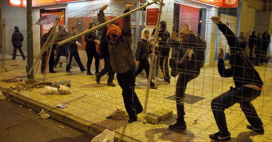 Altercados en la calle de Vitoria, del barrio Gamonal de Burgos.