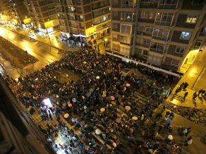Vista de la protesta en la calle de Vitoria desde arriba.