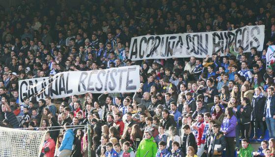 Fotos de apoyo a Gamonal en el partido del Deportivo de La Coruña y Las Palmas en A Coruña.