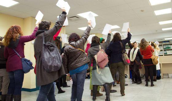 Cientos de mujeres registran sus cuerpos en contra de la for Registro bienes muebles madrid
