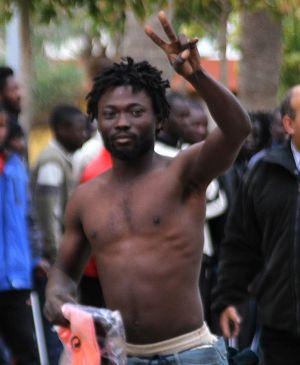 Cerca de 150 inmigrantes entran en Melilla tras superar la valla fronteriza
